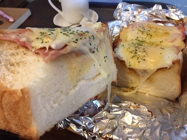 ベーコンエッグチーズトースト④